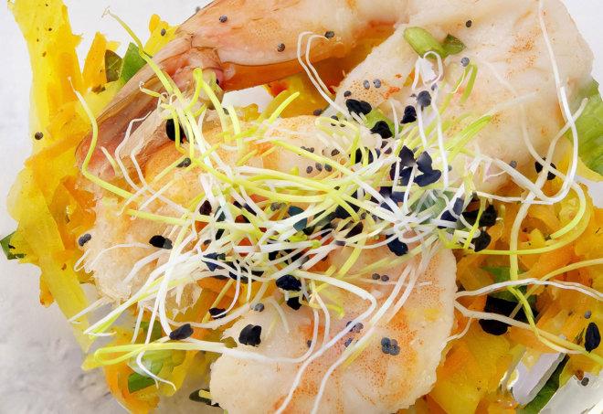 Achar de légumes au curry de Madagascar et crevettes à la coriandre frais